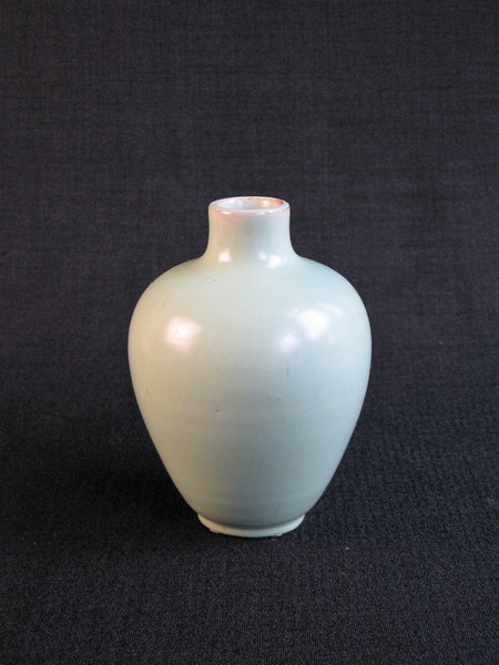 light green vase 487
