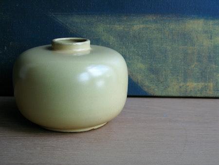 yellow vase 74