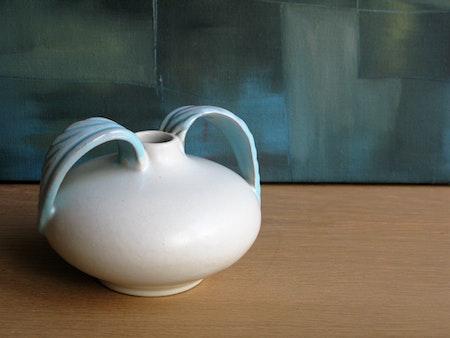 white/green vase 234