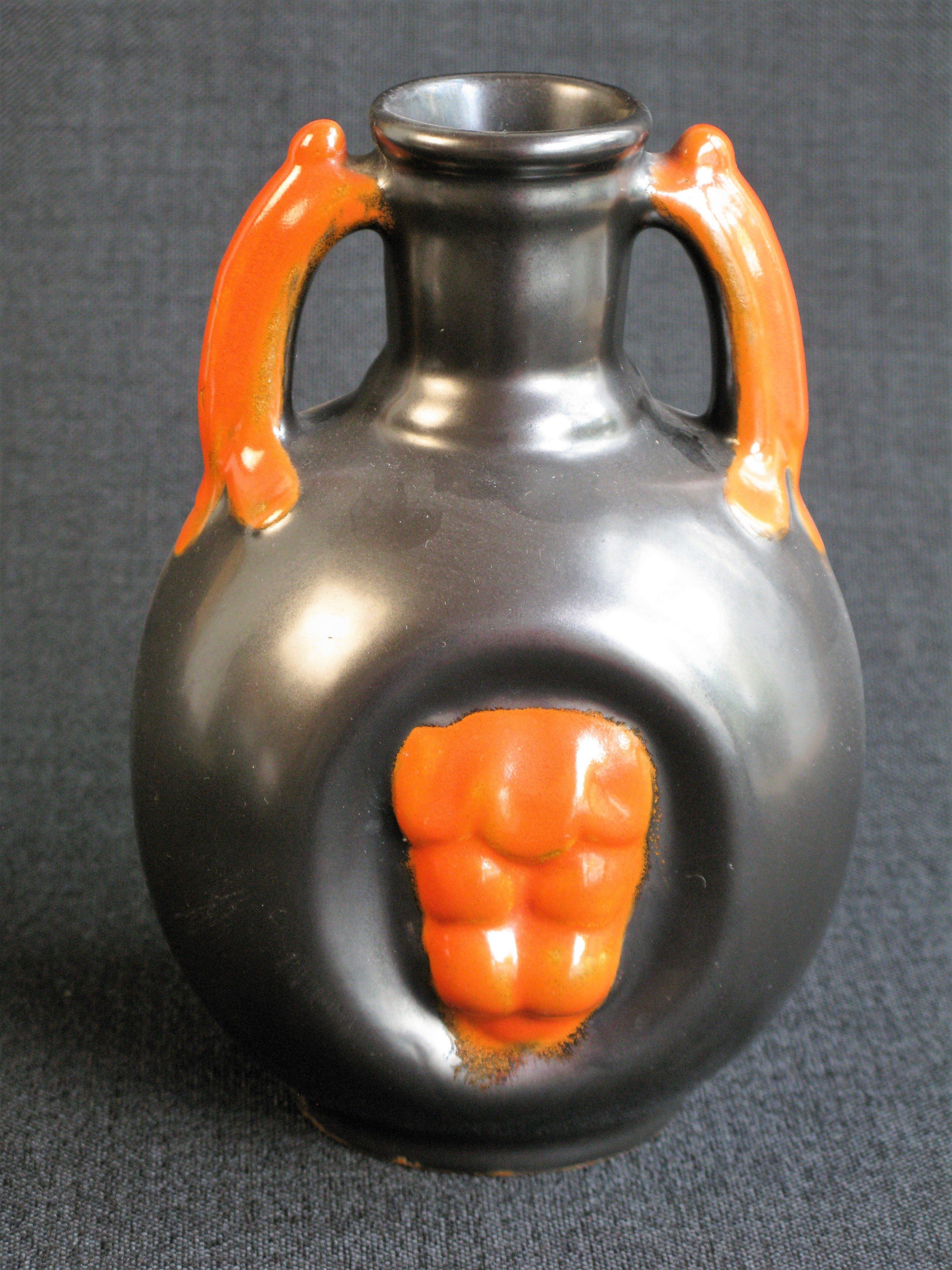 black/orange vase 1932