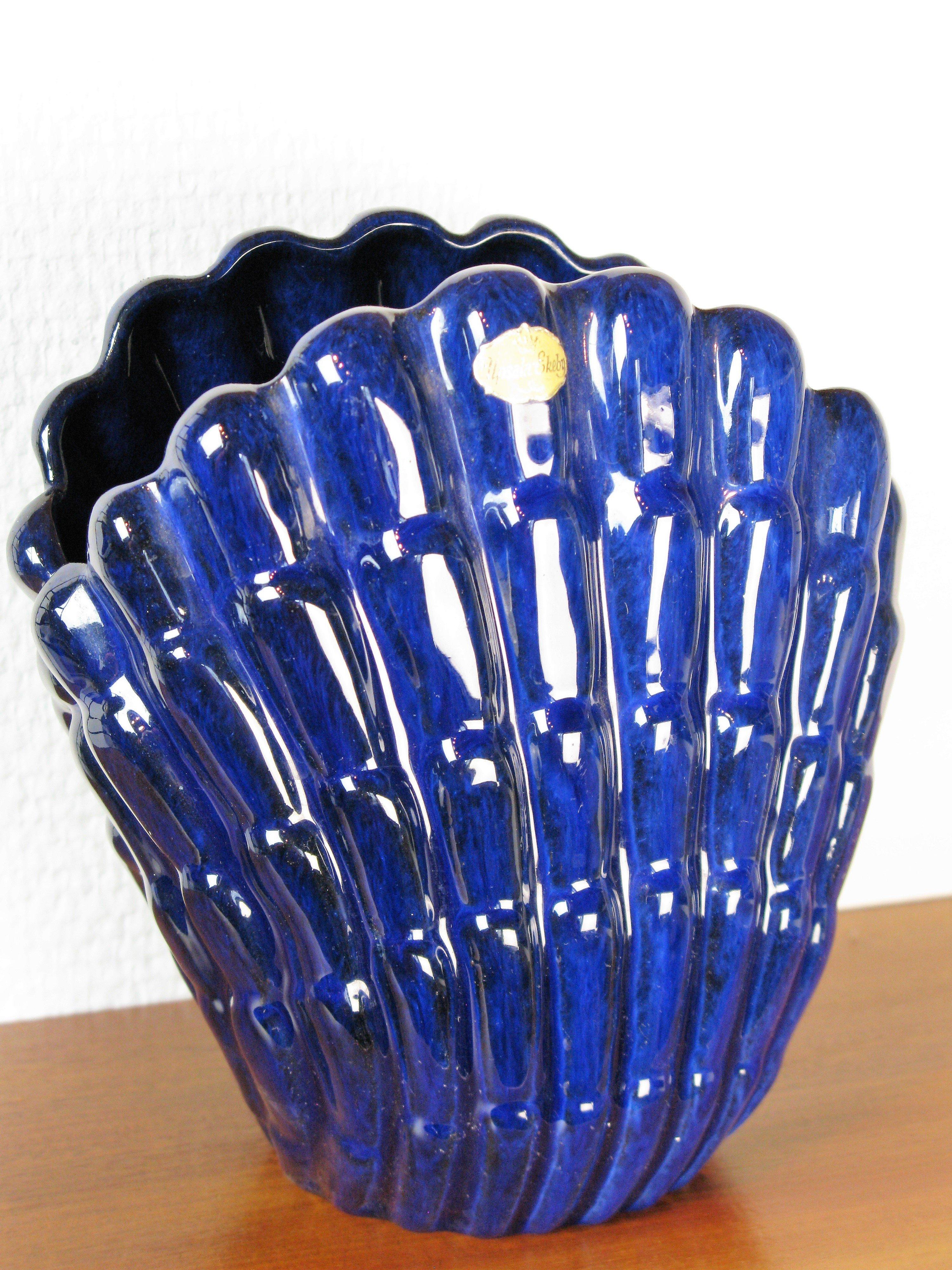 dark blue vase 342