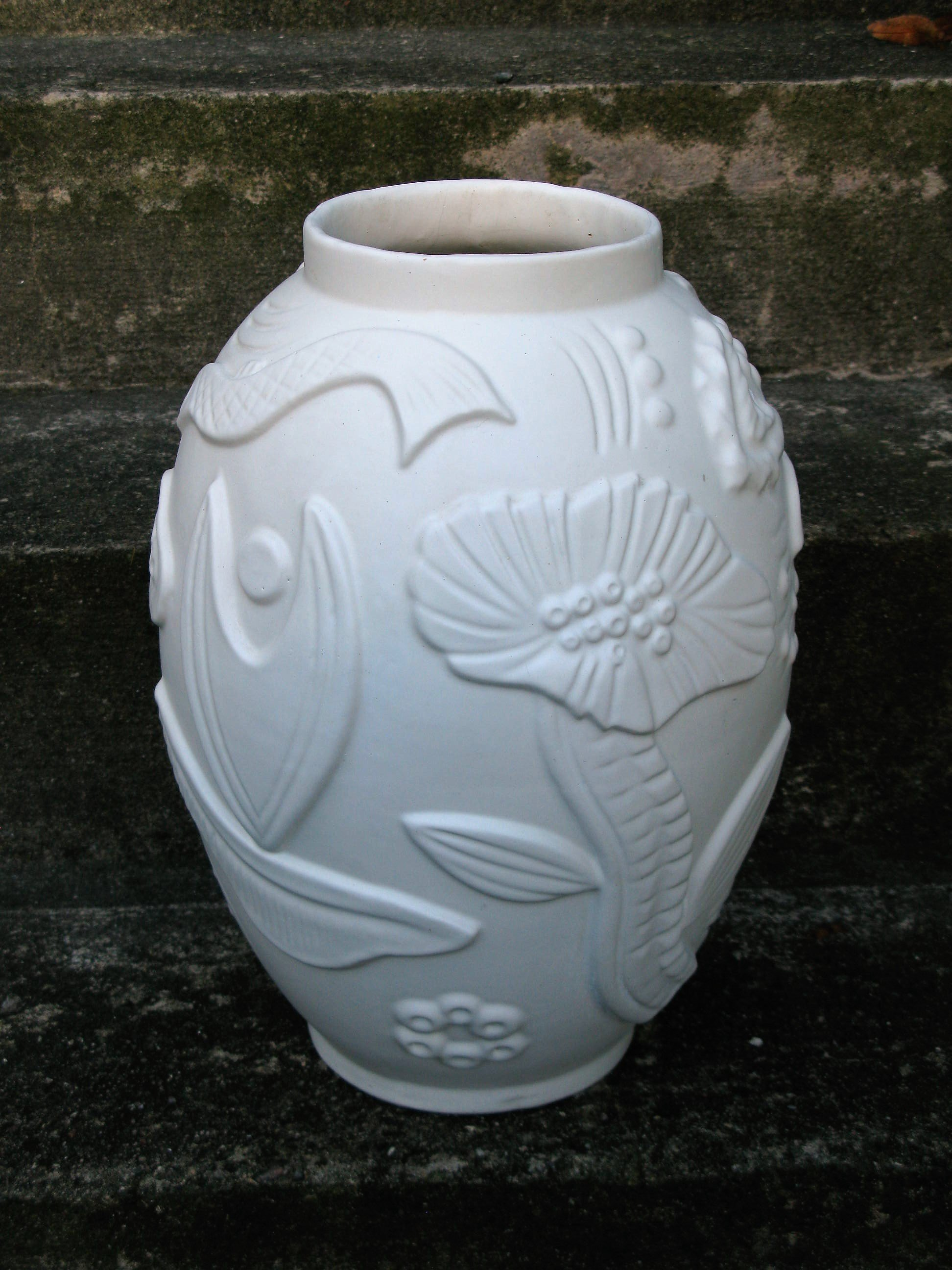 white relief floor vase 208