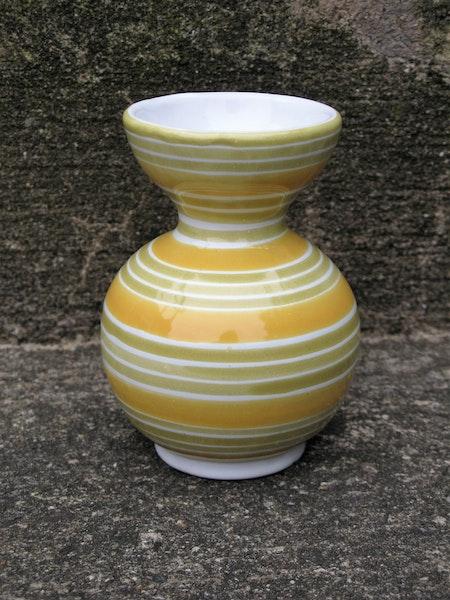 yellow/white vase 639