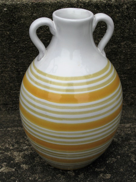 yellow/white vase 643