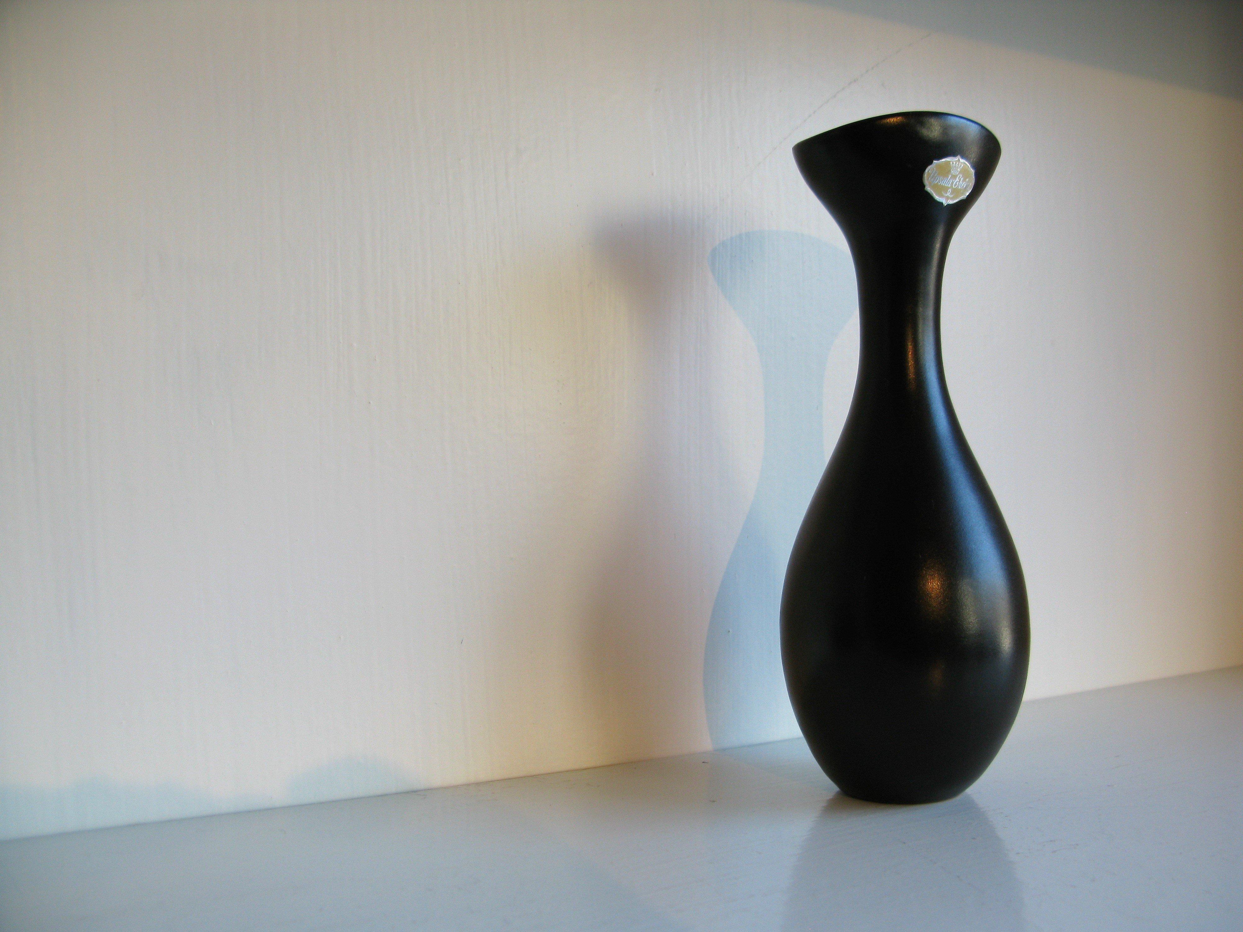 black vase 706