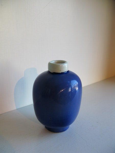 blue/white vase 396