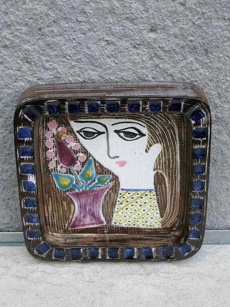 girl plate 4156 b