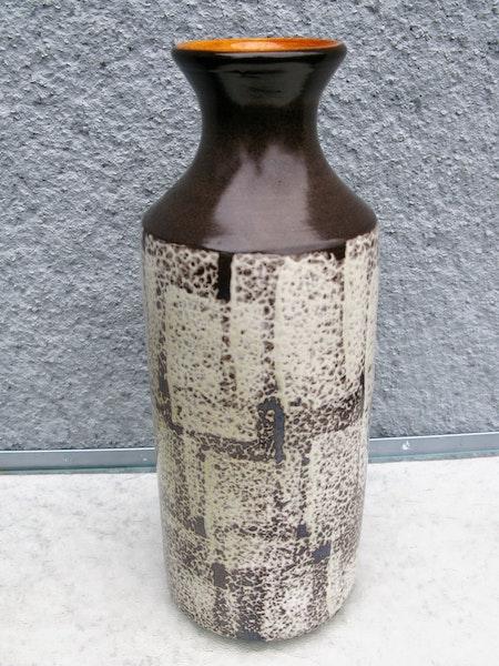 dark brown tina vase 4544