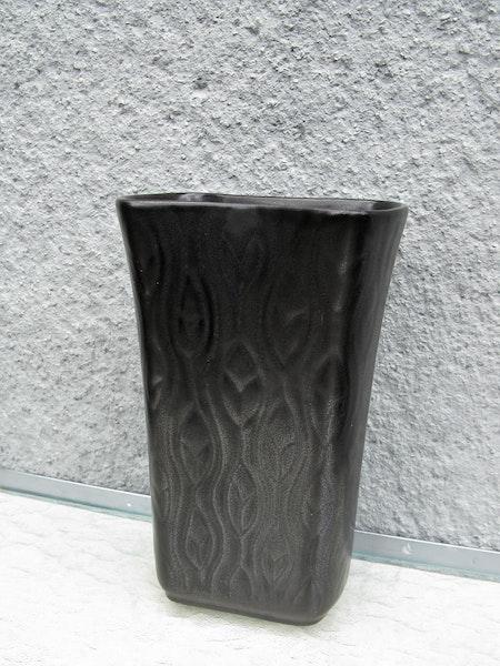 mangania flower vase