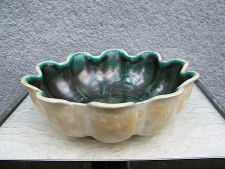 yellowish/green bowl 19