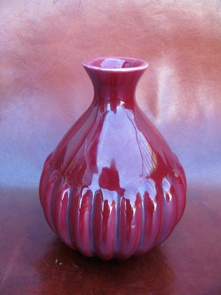 burgundy vase 780