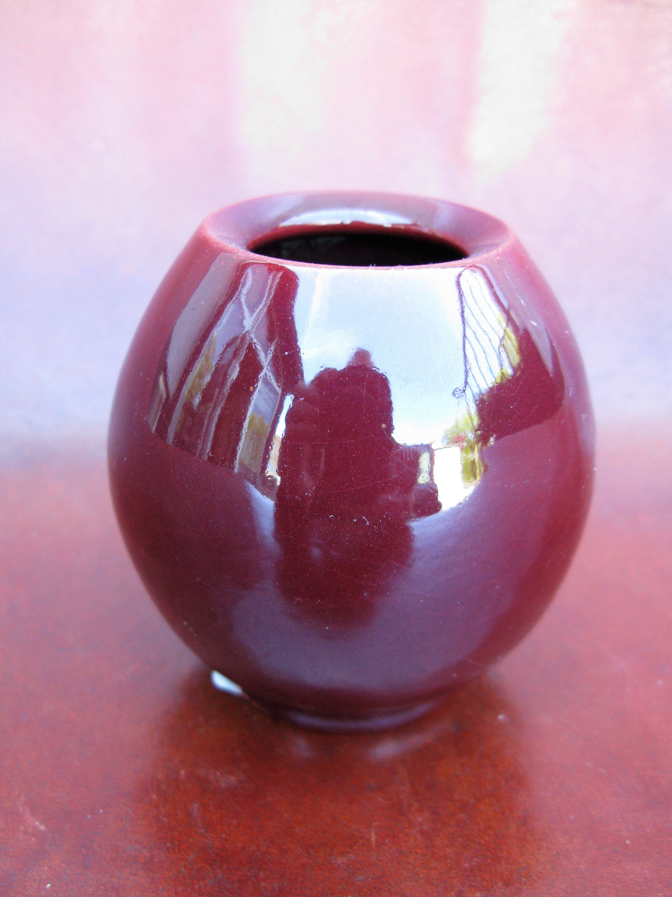 burgundy vase 508