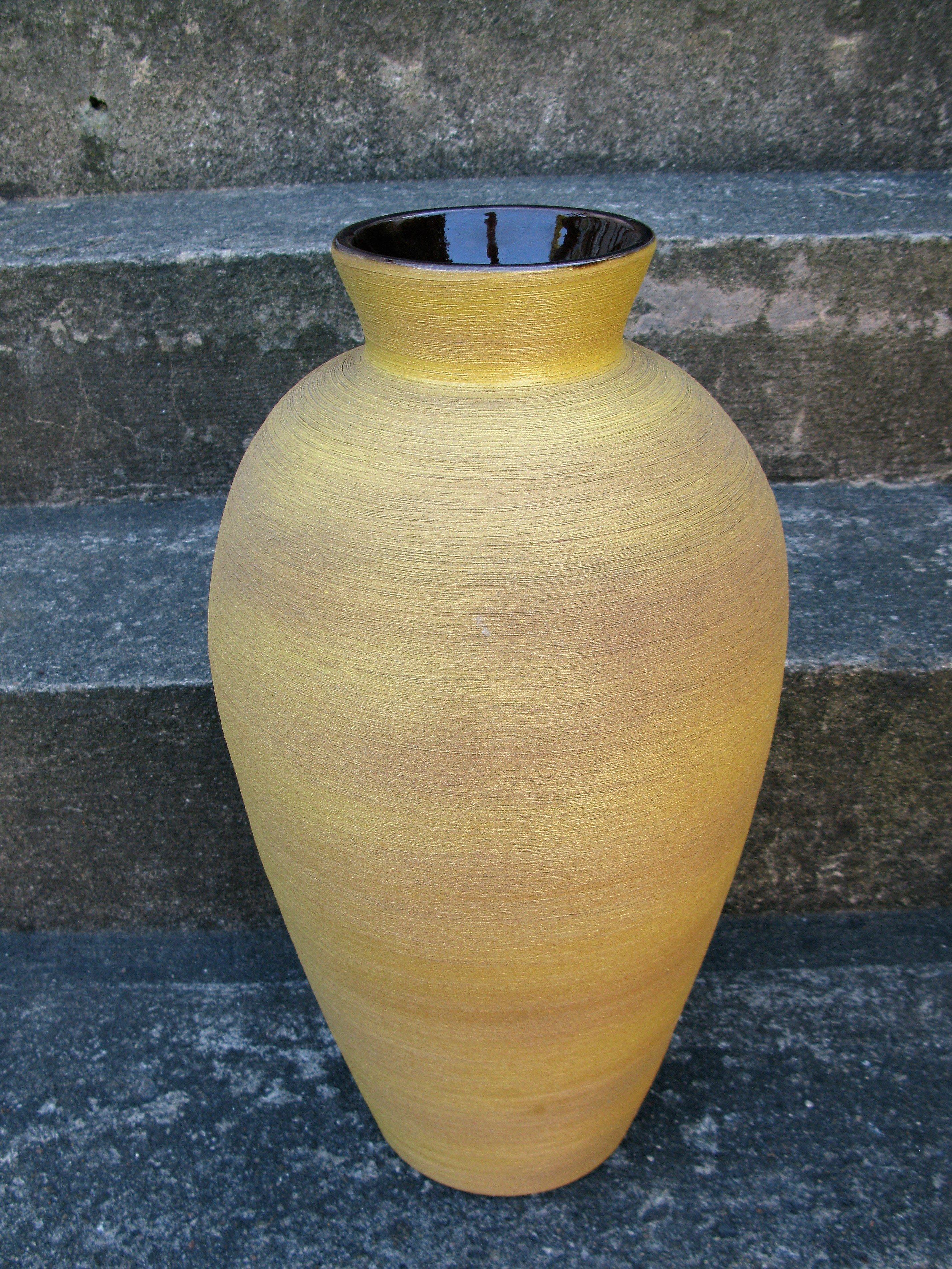 greta floor vase 9