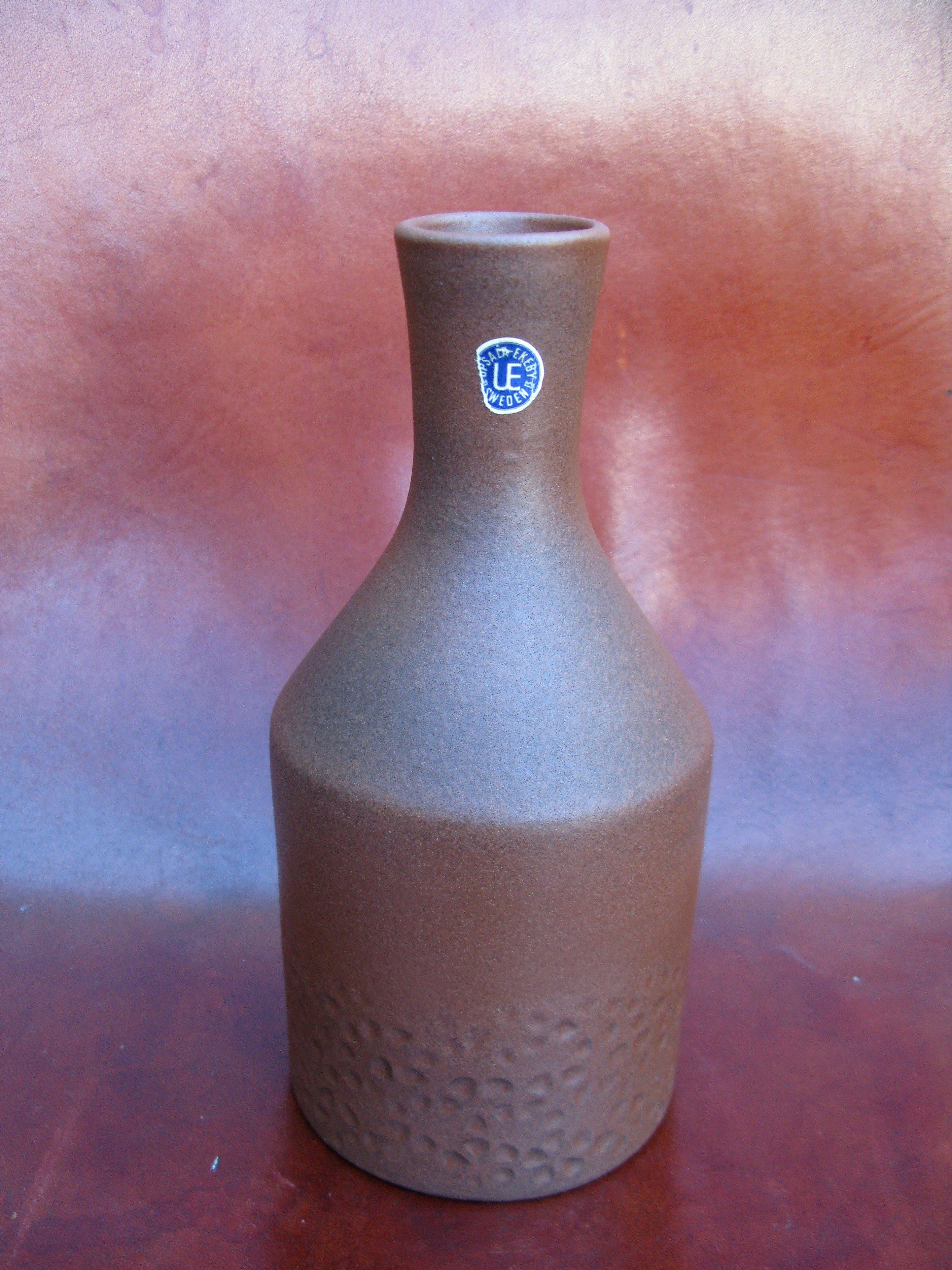 yellowish vase 5044h
