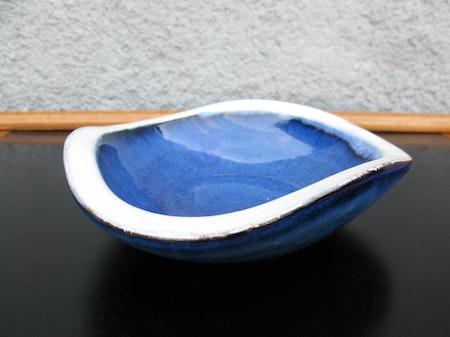 blue/white bowl 171