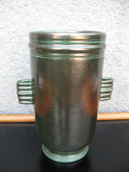 green vase 3307