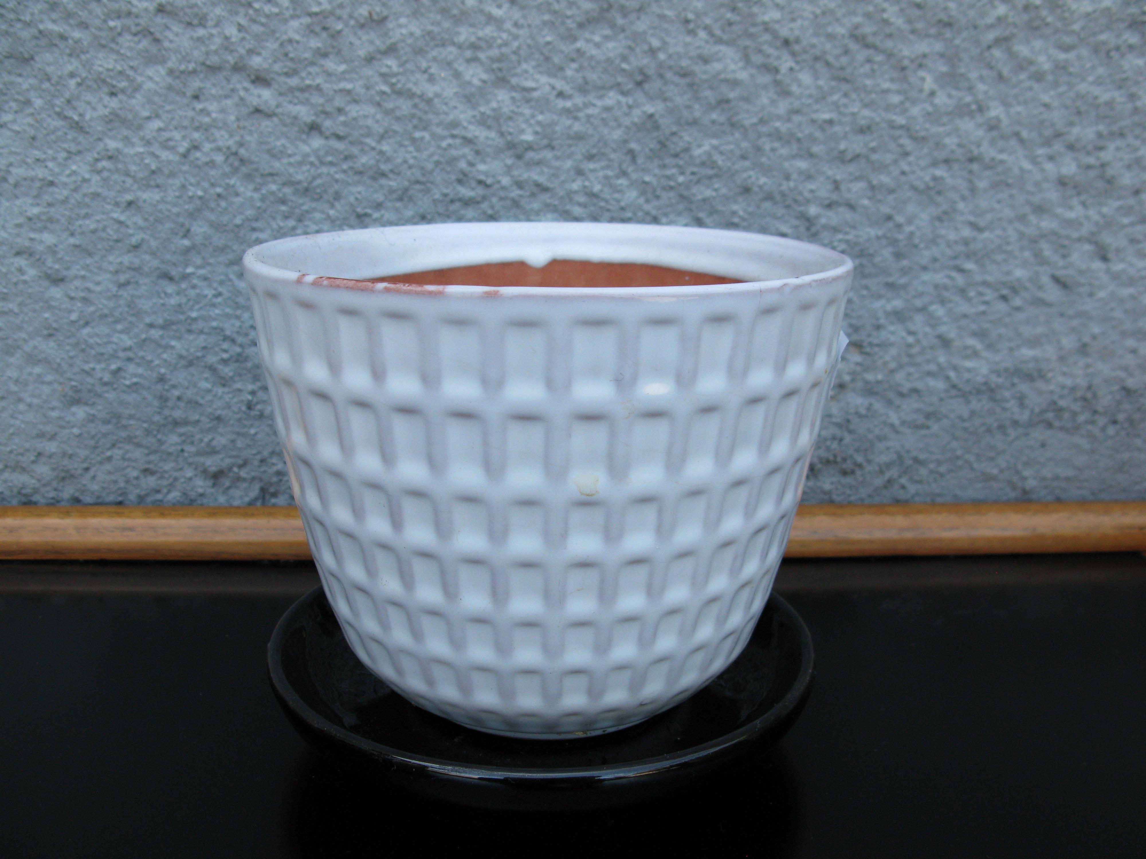 white gunilla flowerpot nr 3 item 2