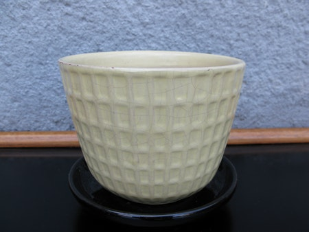 yellow gunilla flowerpot nr 3 item 2