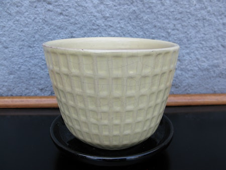 yellow gunilla flowerpot nr 3 item 2