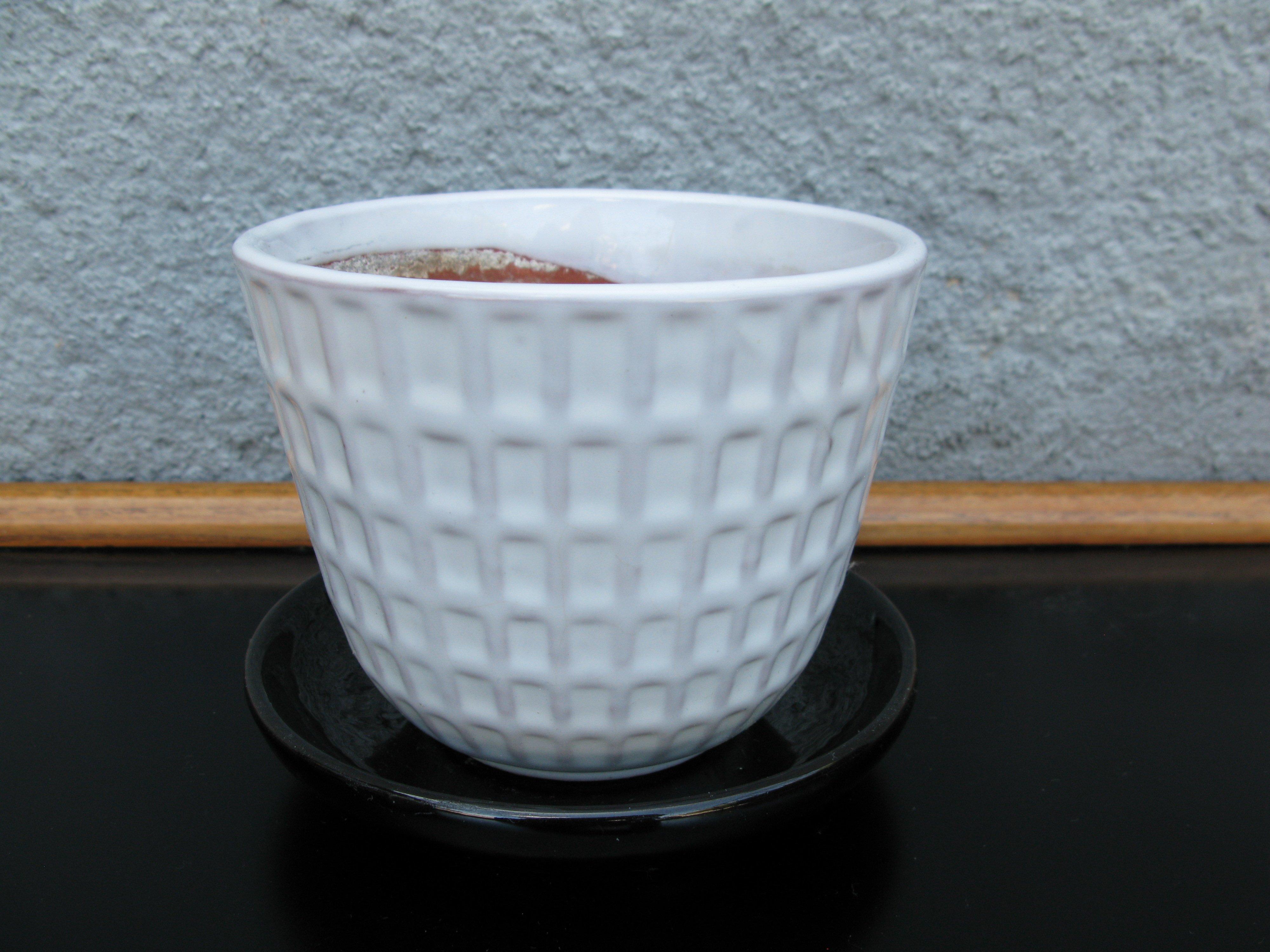 white gunilla flowerpot nr 2 item 1