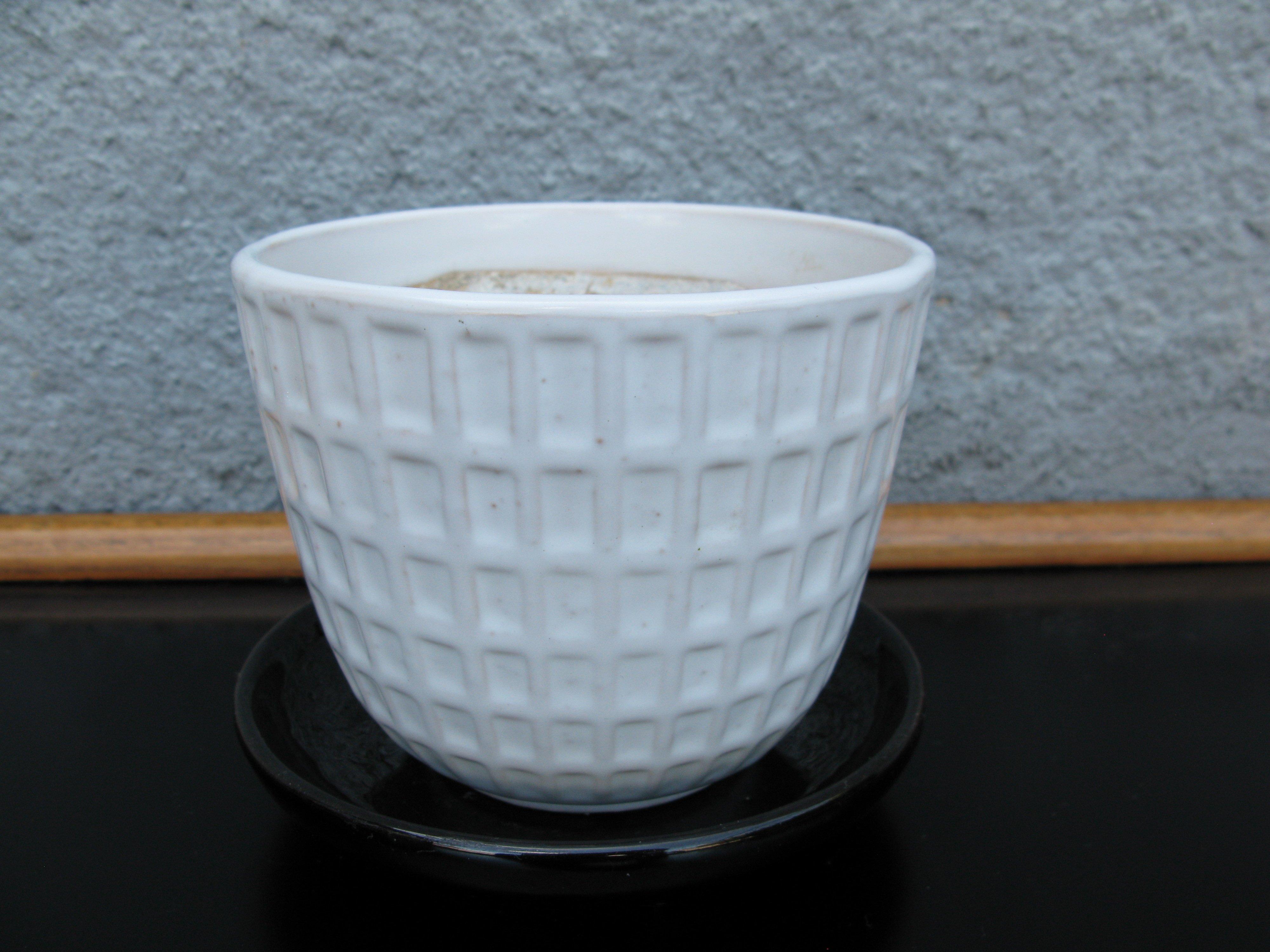 white gunilla flowerpot nr 2 item 2