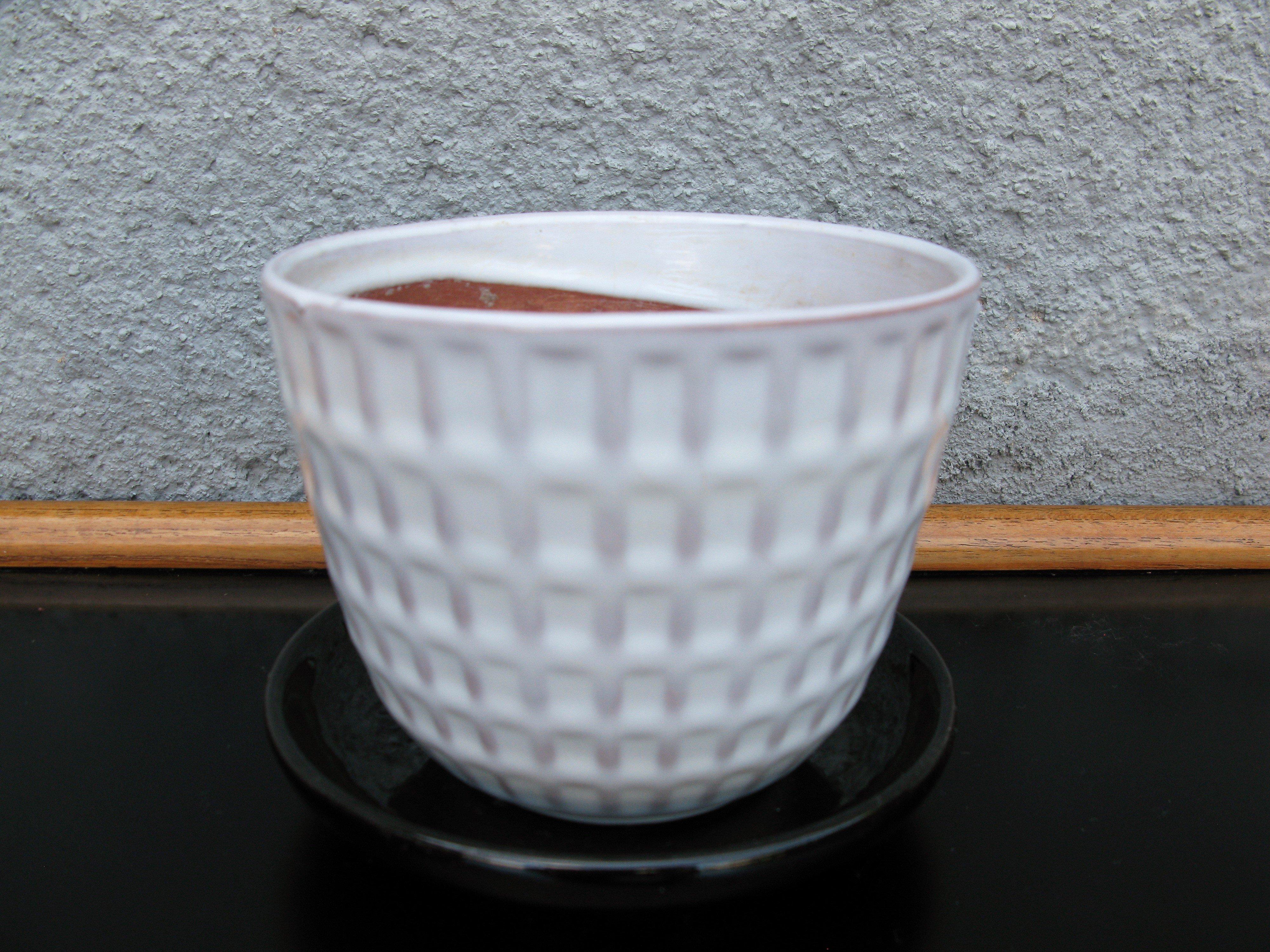 white gunilla flowerpot nr 2 item 3