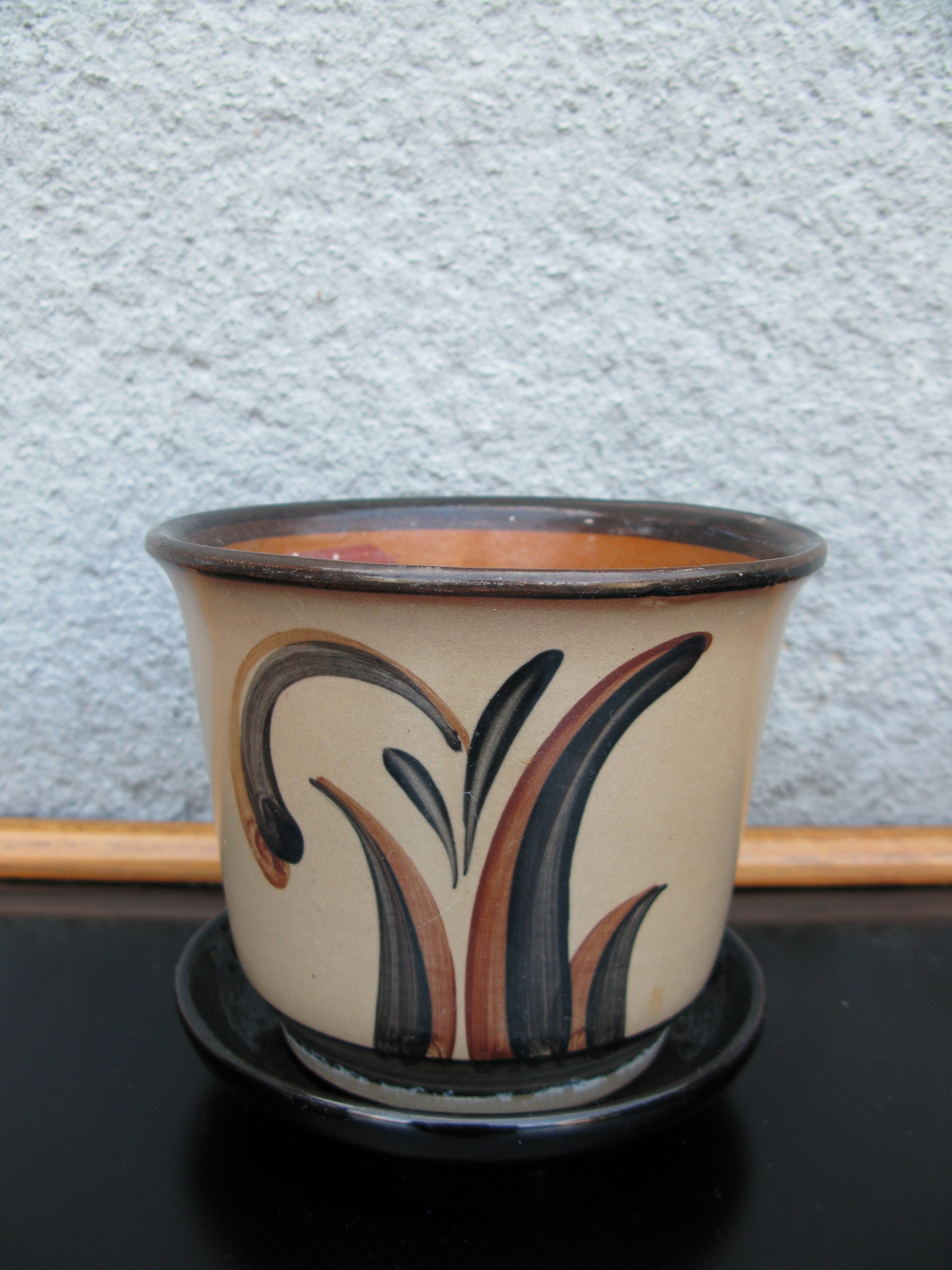 brownish ue flower pot  nr 1