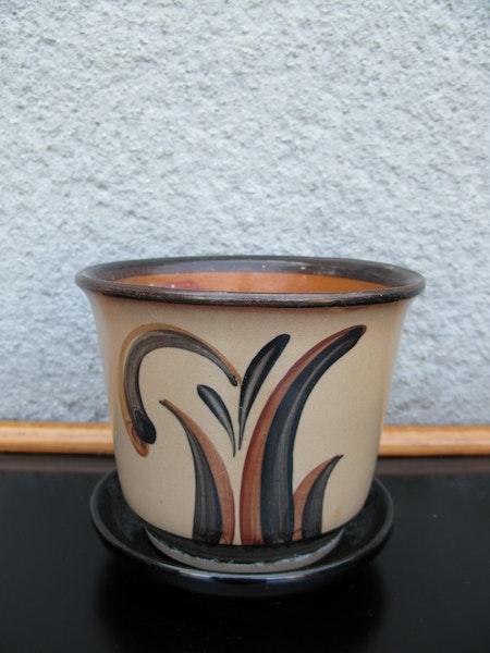 brownish ue flowerpot  nr 1