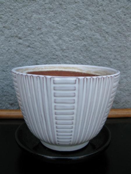 white 50:s flowerpot nr2 item 1