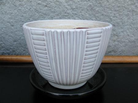 white 50:s flowerpot nr 2 item 2