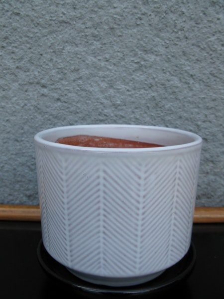 white ga flowerpot nr 3 item 2