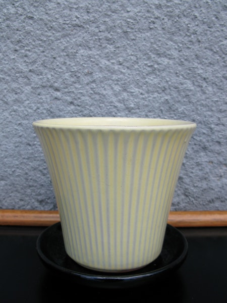 yellow freja flowerpot nr 3 item 1