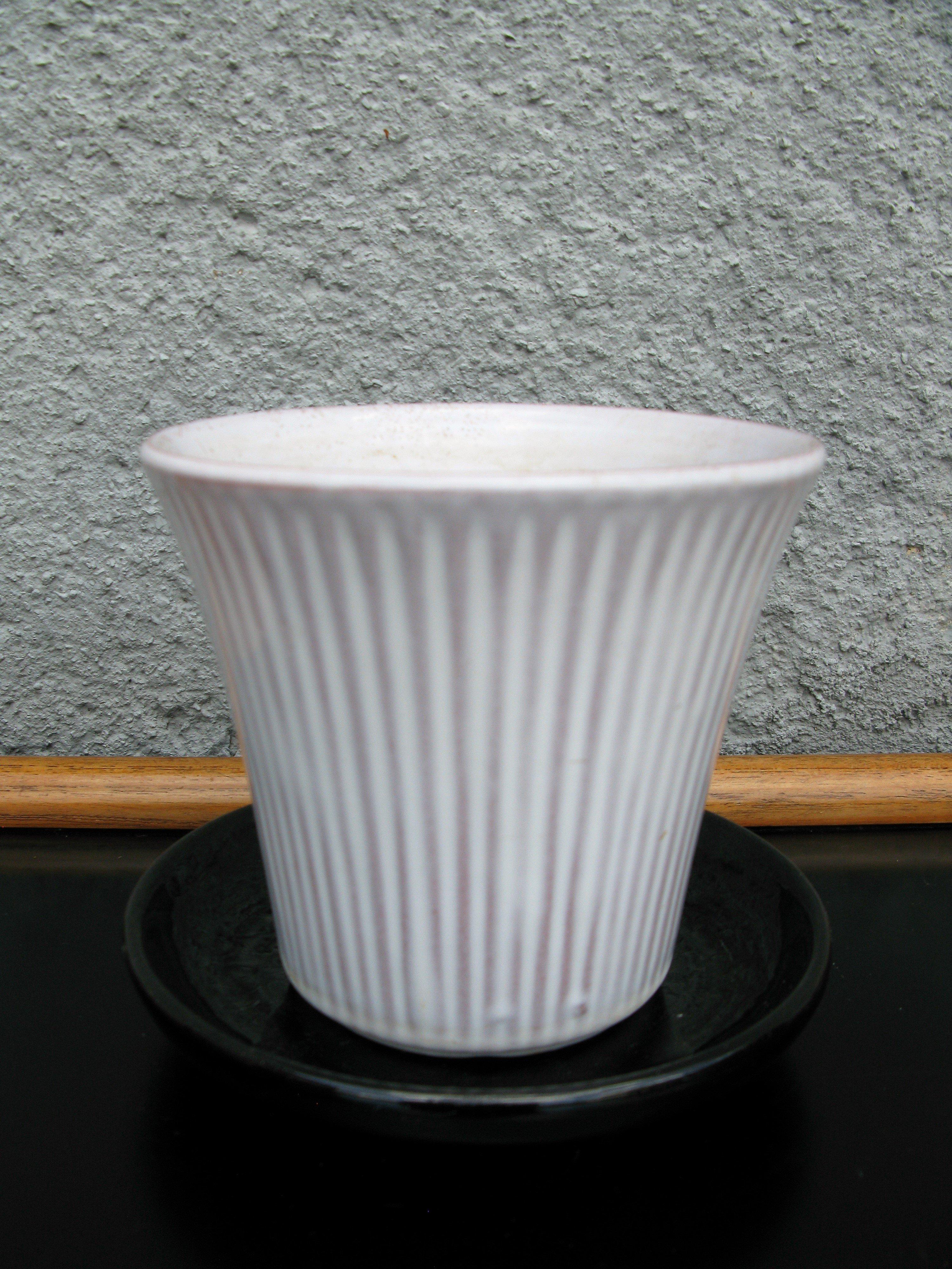 white freja flowerpot nr 2