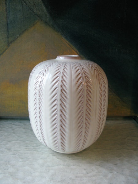 white fishbone vase 23