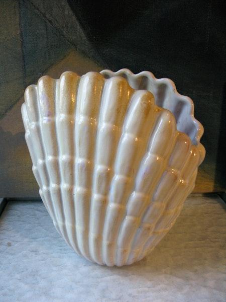 shell vase 343