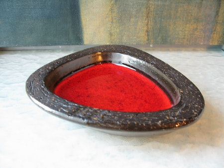 red ashtray 1066y