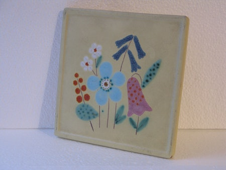 trivet with flowers