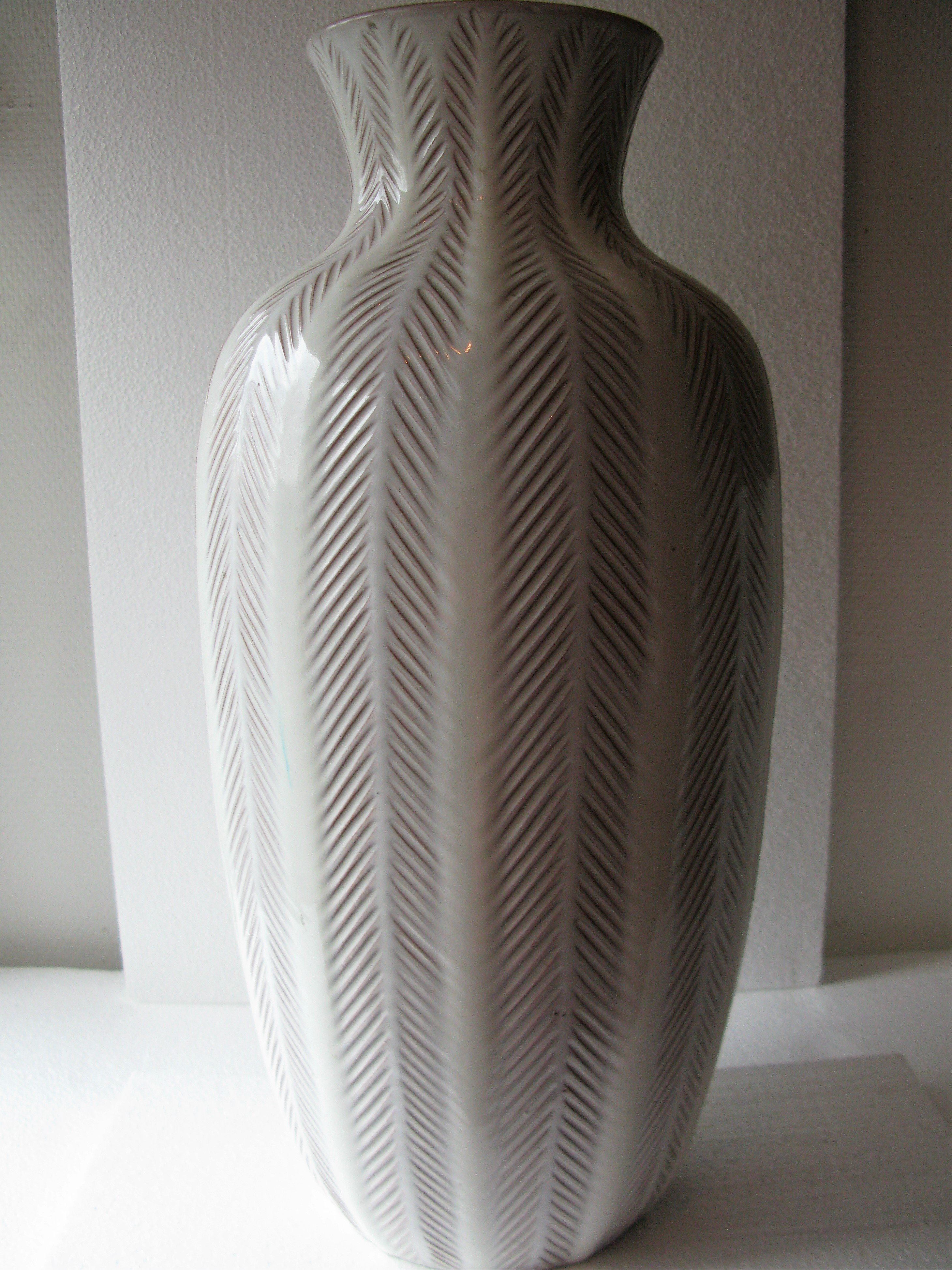 white floor vase 24