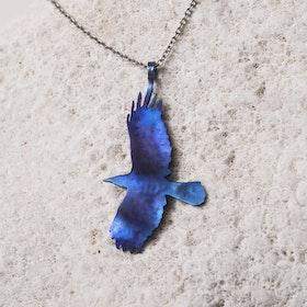 VRÅK DESIGN - Kråka, halssmycke i titan, blå