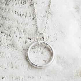 MADE BY LEENA - Cirkel, halssmycke i silver