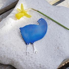 VRÅK DESIGN - Höna, brosch i titan, blå