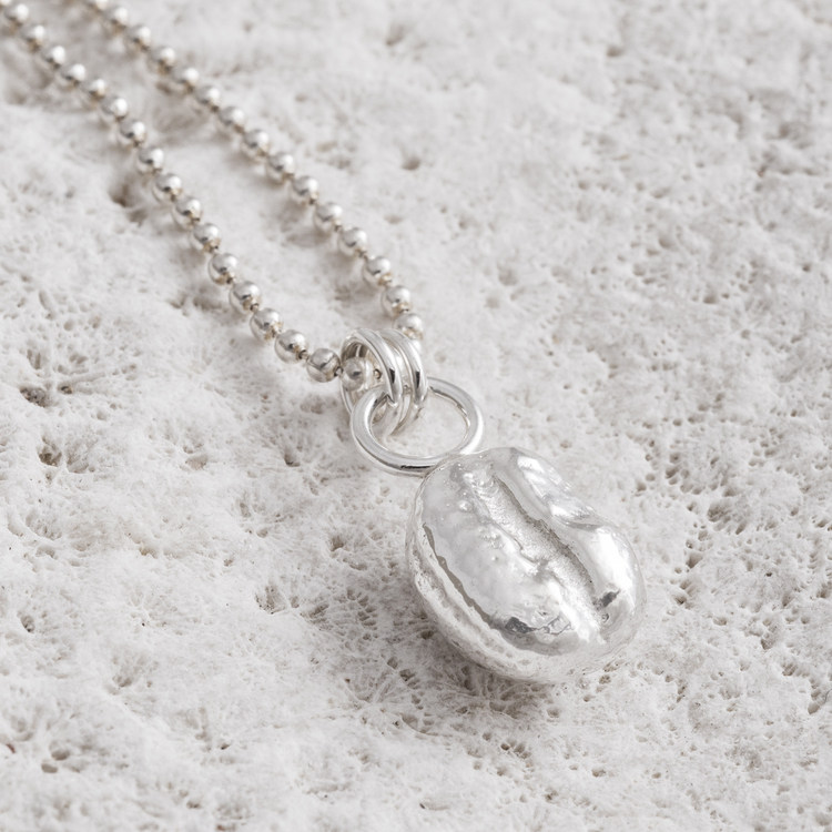 MADE BY LEENA - Kaffeböna, halssmycke i silver