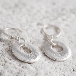 MADE BY LEENA - Fantasifossil, örhängen i silver