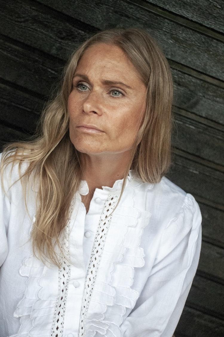 Linen blouse short