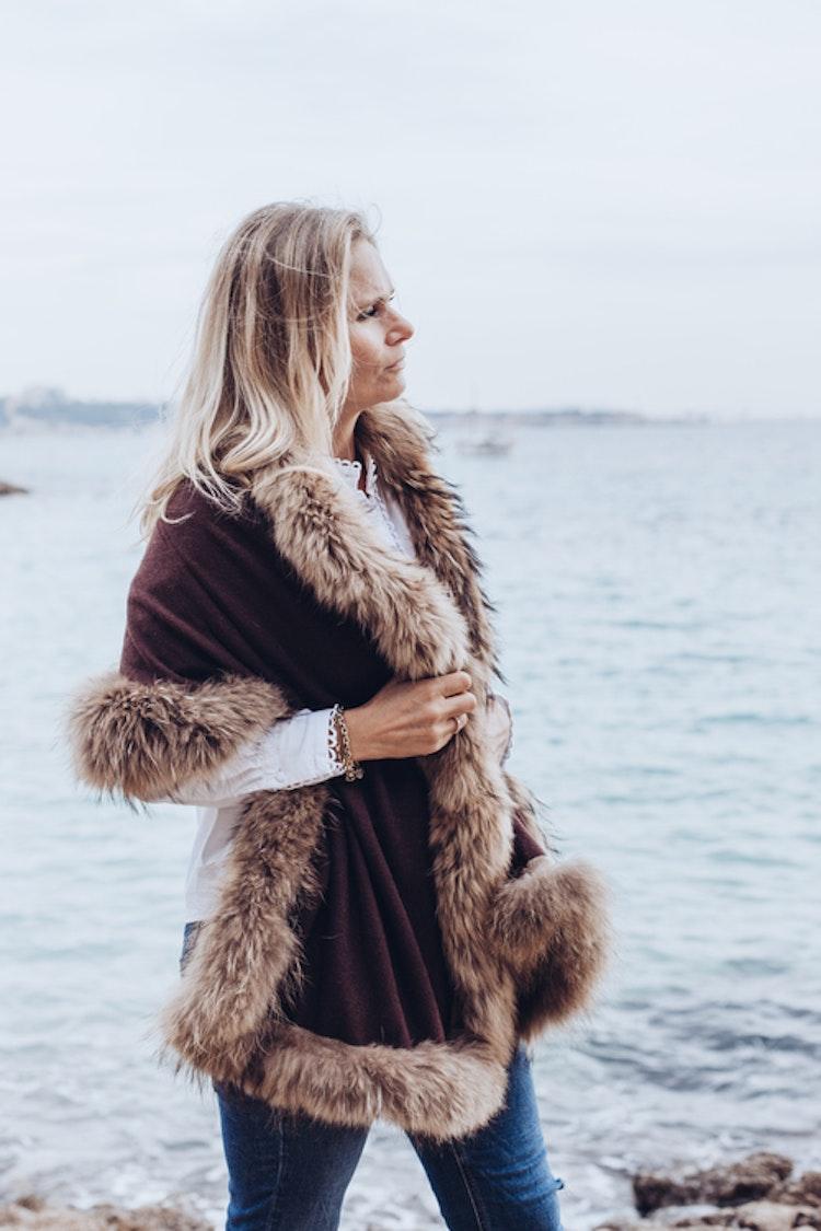Reversible shawl brown beige