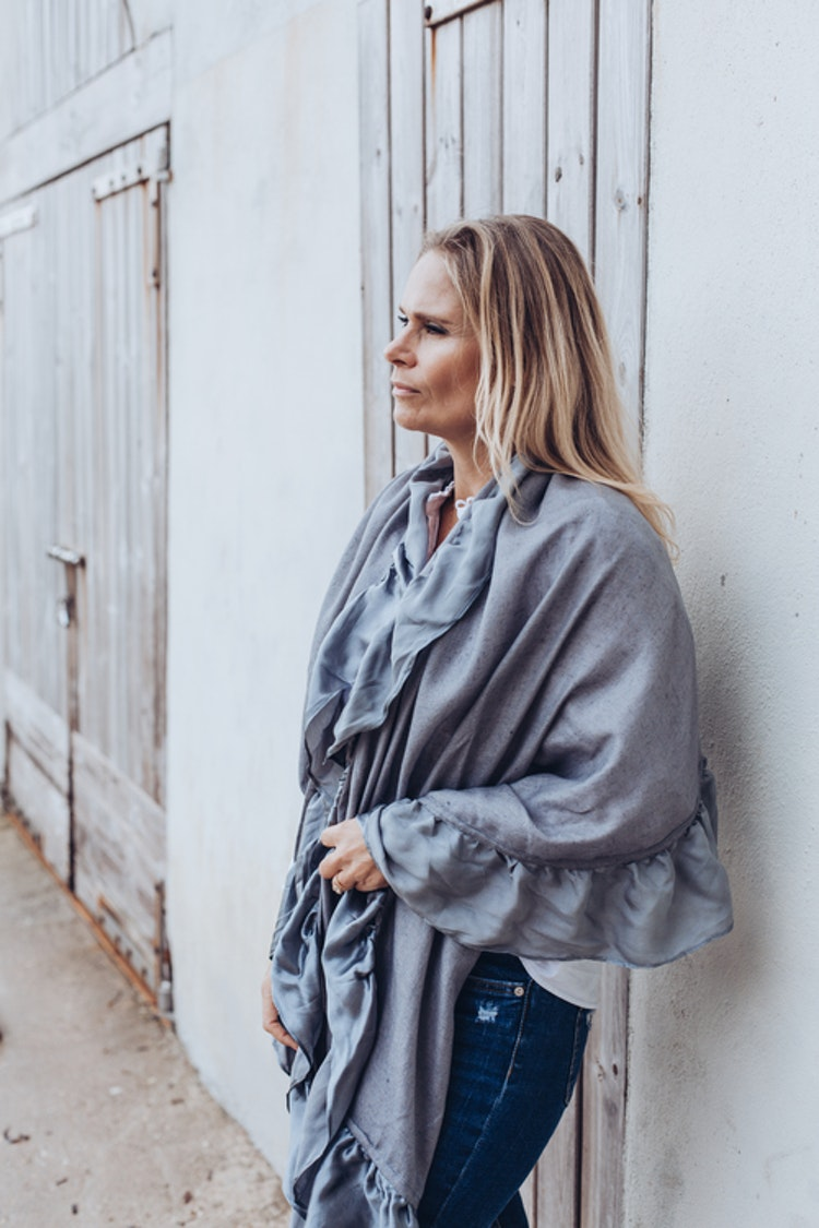 Silk frilled woven cashmere shawl grey