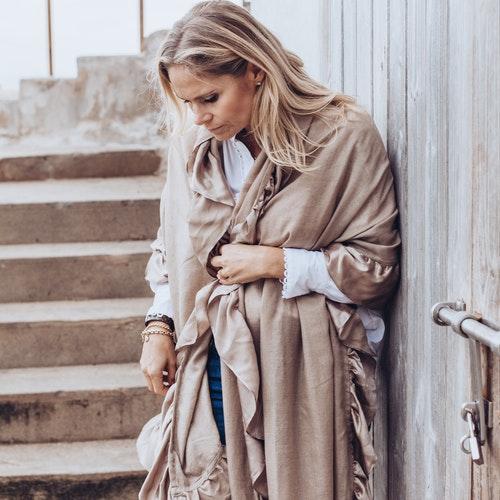 Silk and cashmere shawl beige