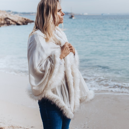 Faux fur shawl white
