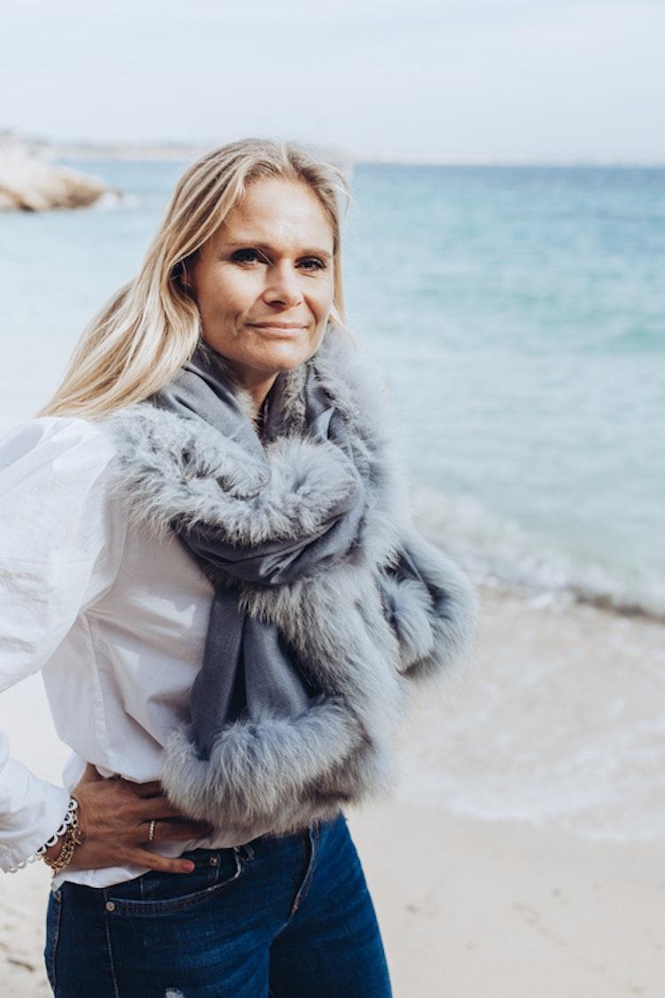 Fur shawl blue grey
