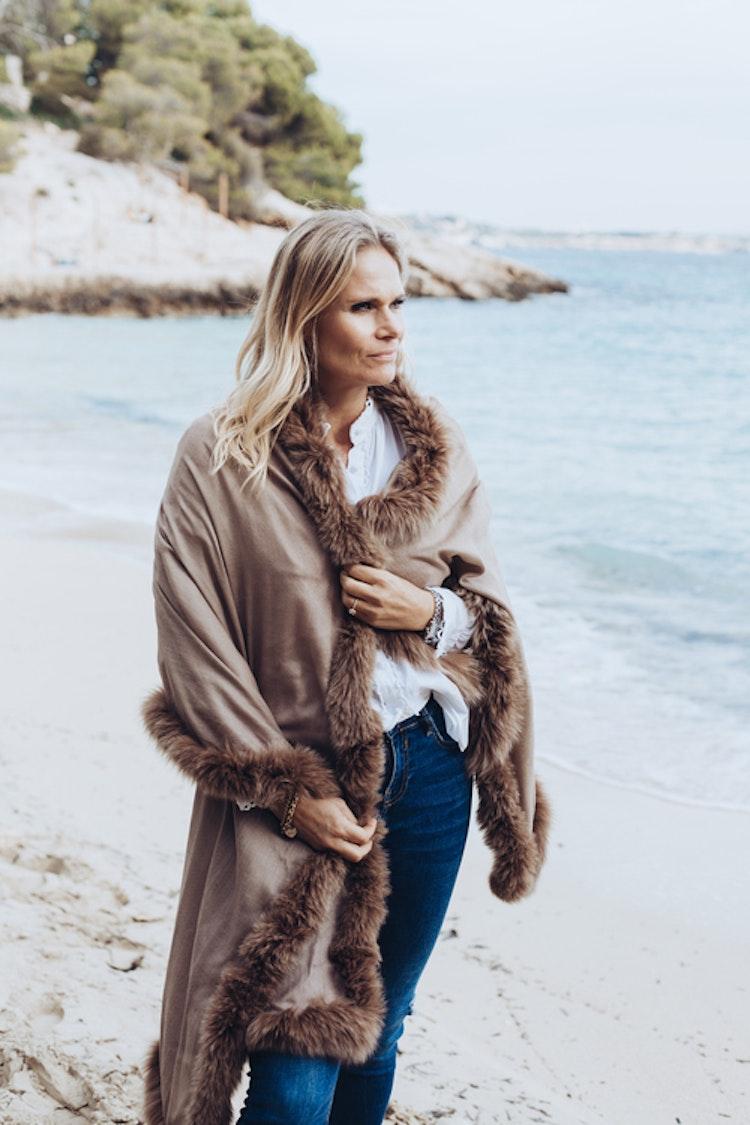 Fur shawl brown